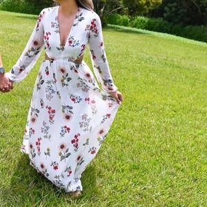 Forever 21 Dresses - Forever 21 Floral Maxi Dress